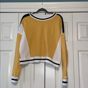 Cropped Hollister crew neck